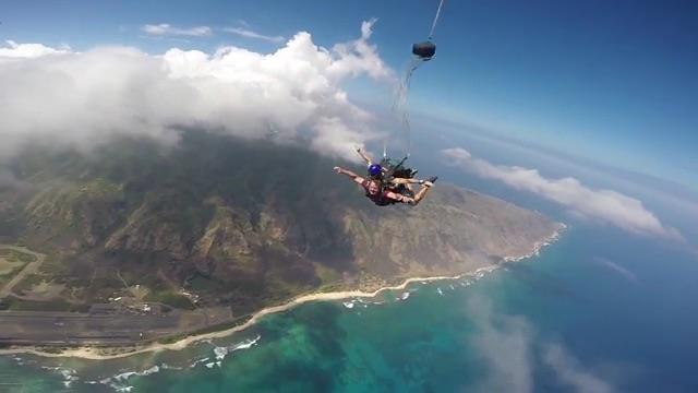 https://www.alohalaservision.com/wp-content/uploads/video/dr-faulkner-skydiving.jpg